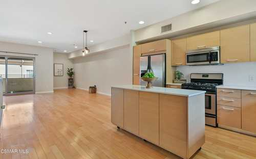 $700,000 - 2Br/3Ba -  for Sale in Other - Othr, North Hollywood