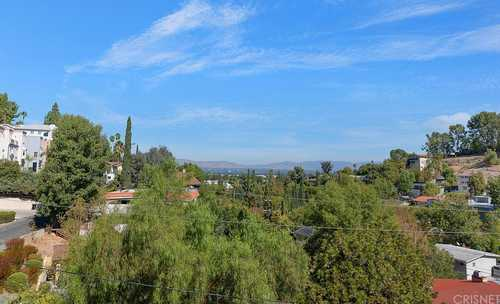 $1,050,000 - 3Br/3Ba -  for Sale in Woodland Hills