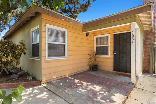 $899,000 - 7Br/4Ba -  for Sale in Canoga Park