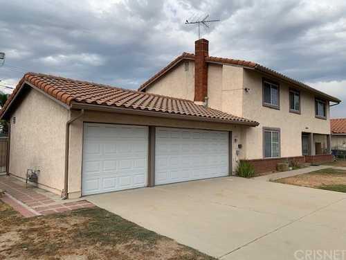 $949,500 - 4Br/5Ba -  for Sale in Granada Hills
