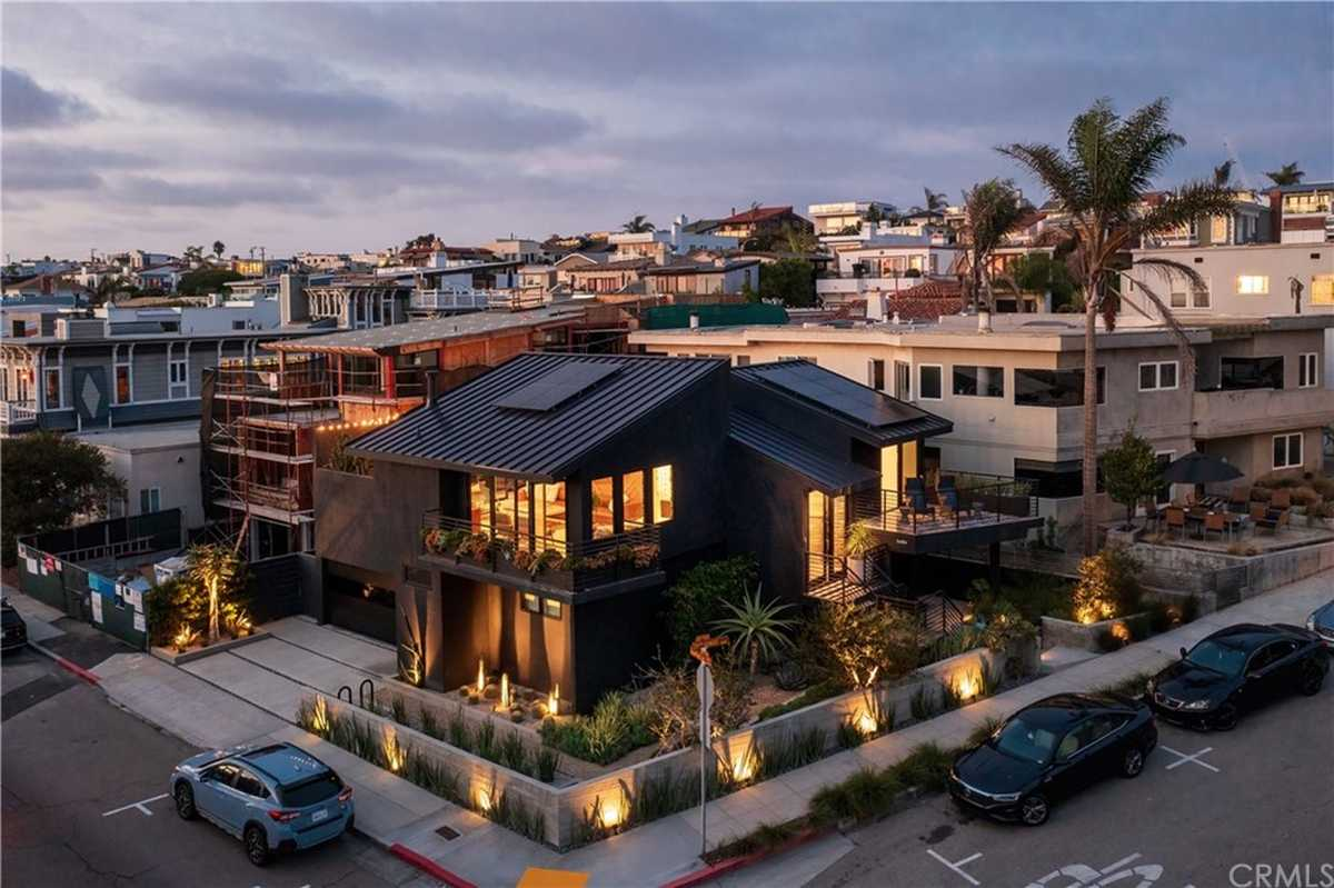 $4,150,000 - 3Br/3Ba -  for Sale in Hermosa Beach