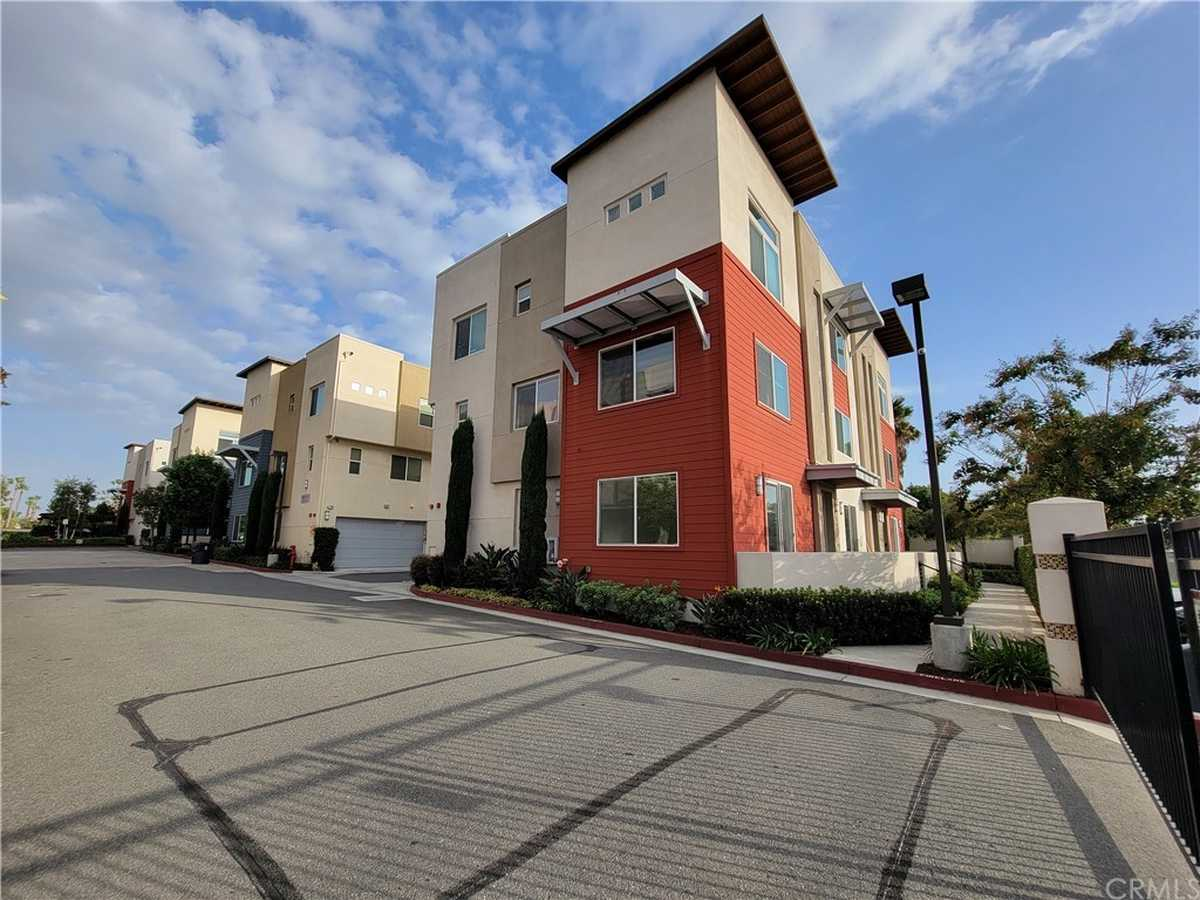 $705,000 - 3Br/4Ba -  for Sale in Lakewood City/lakewood (lck), Lakewood