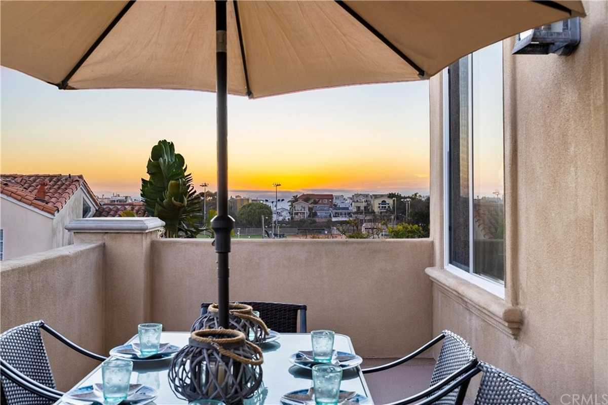 $1,999,500 - 4Br/4Ba -  for Sale in Hermosa Beach