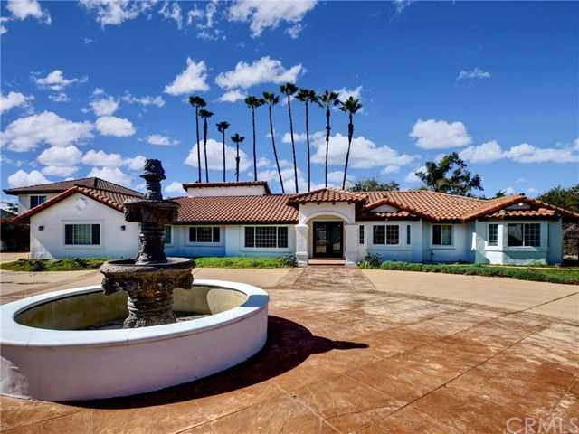 $950,000 - 4Br/3Ba -  for Sale in Fallbrook