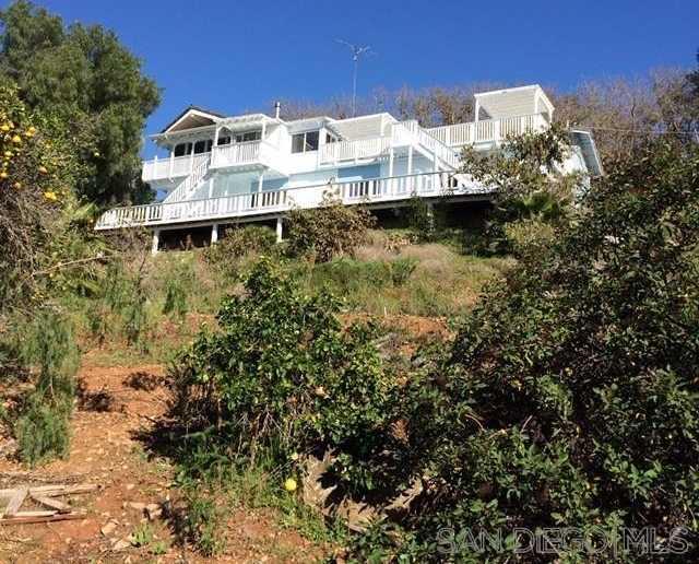 $828,000 - 3Br/3Ba -  for Sale in Vista, Vista