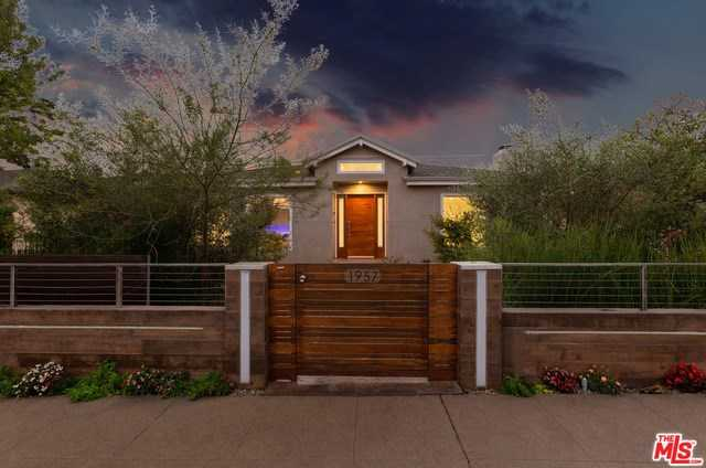 $2,100,000 - 5Br/6Ba -  for Sale in Los Angeles