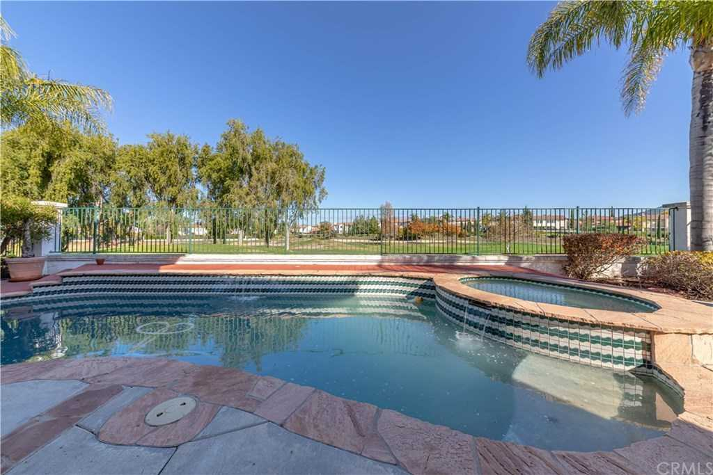 $529,500 - 4Br/3Ba -  for Sale in Temecula