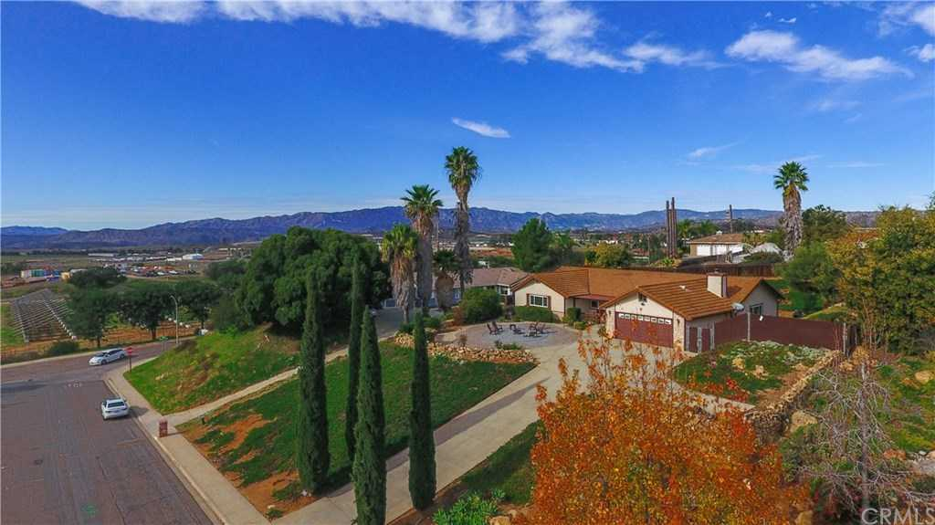 $599,999 - 4Br/2Ba -  for Sale in Fallbrook
