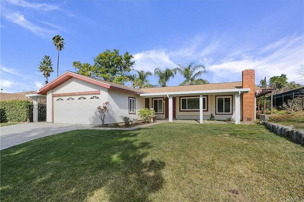 $420,000 - 3Br/2Ba -  for Sale in Riverside