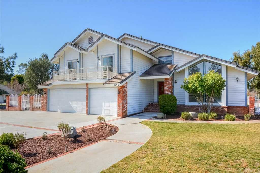 $738,000 - 4Br/3Ba -  for Sale in Riverside