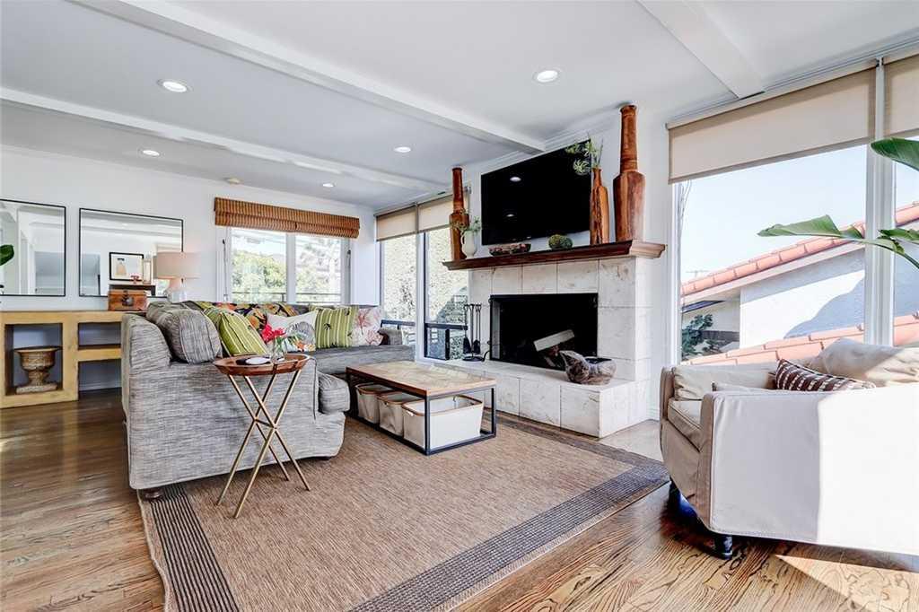 $1,595,000 - 4Br/3Ba -  for Sale in Manhattan Beach