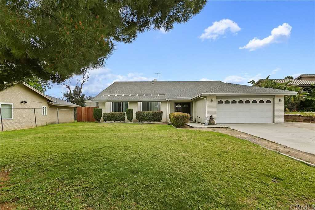 $600,000 - 5Br/3Ba -  for Sale in Norco