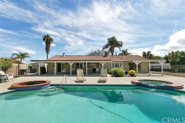 $599,888 - 4Br/2Ba -  for Sale in Corona