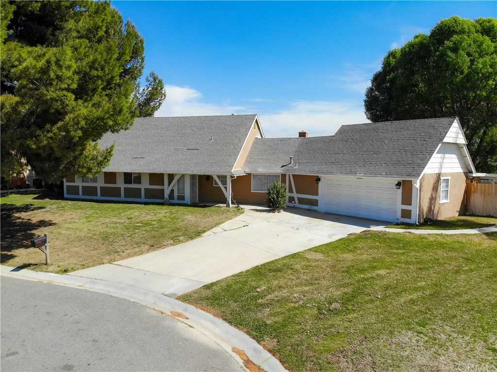 $580,000 - 5Br/3Ba -  for Sale in Norco