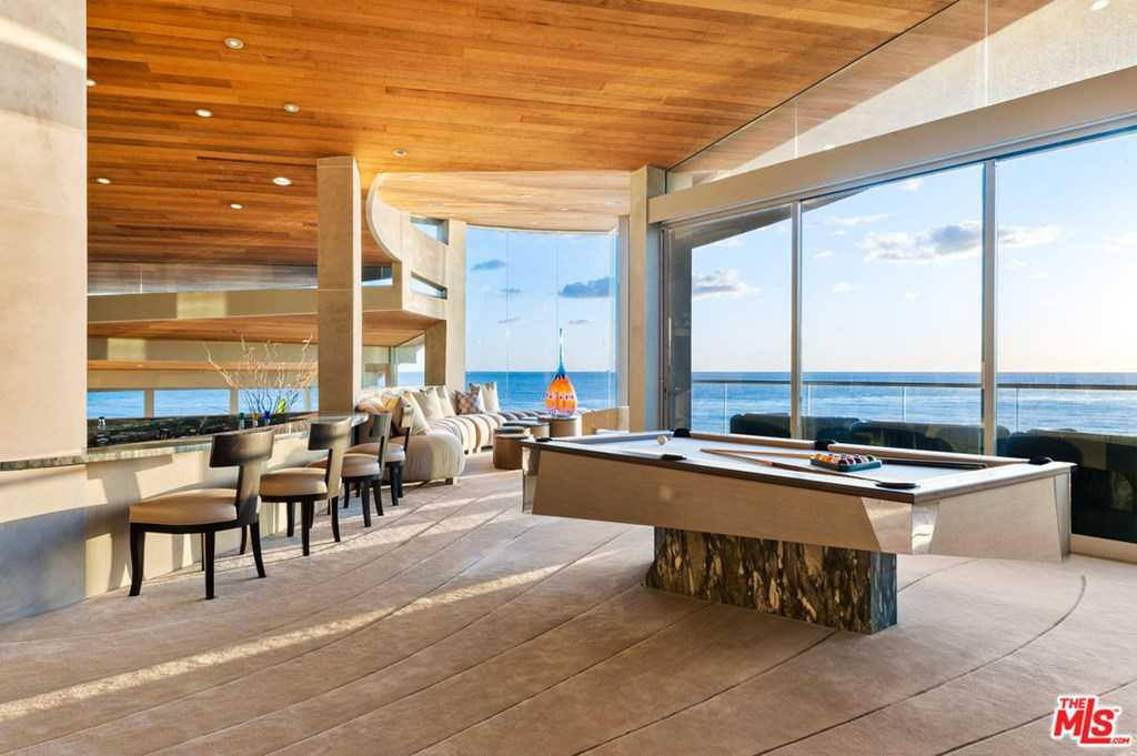 $65,000,000 - 3Br/4Ba -  for Sale in Malibu