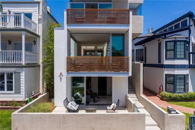 $4,500,000 - 5Br/4Ba -  for Sale in Manhattan Beach