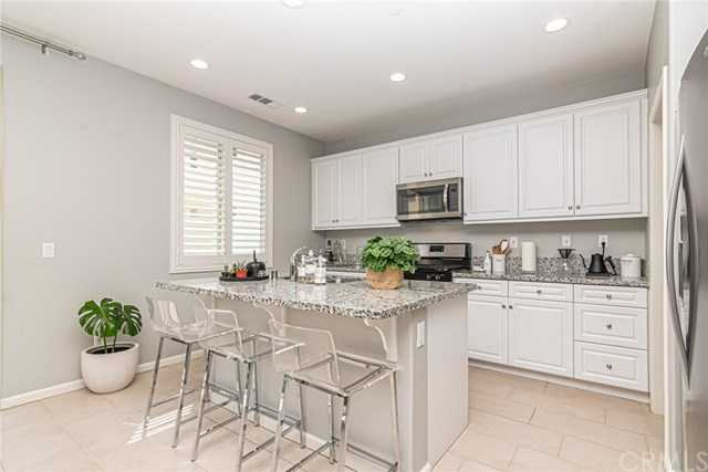 $365,000 - 3Br/3Ba -  for Sale in Winchester