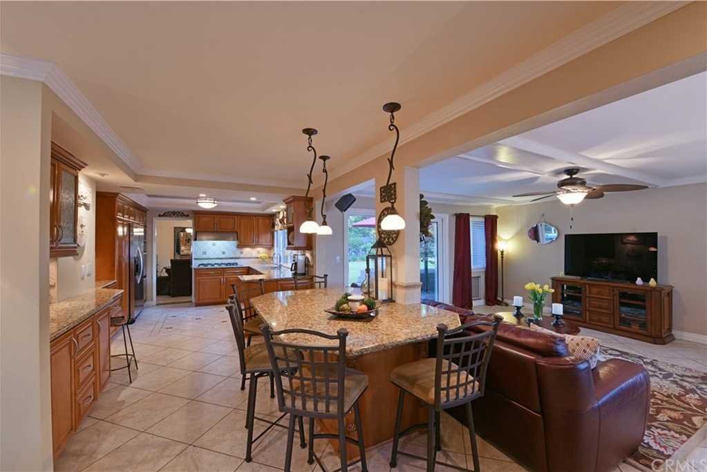 $977,500 - 5Br/3Ba -  for Sale in Yorba Linda