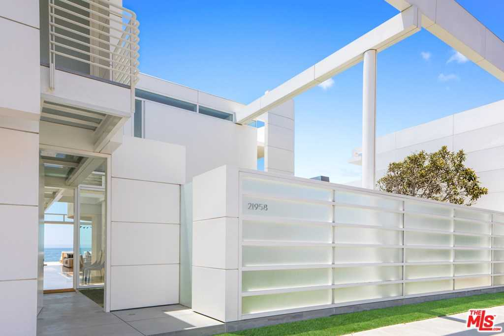 $62,000,000 - 5Br/7Ba -  for Sale in Malibu