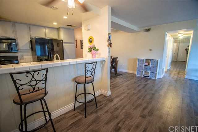 $349,900 - 2Br/2Ba -  for Sale in Apple Park (aprk), Newhall