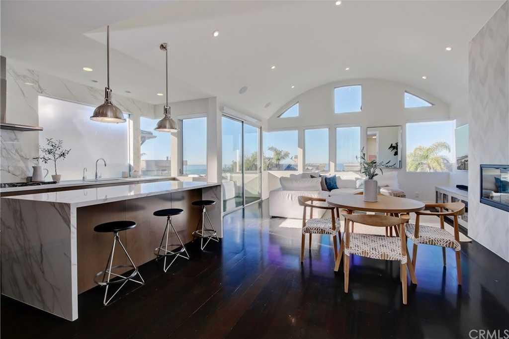 $3,335,000 - 4Br/4Ba -  for Sale in Manhattan Beach