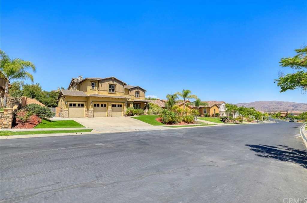 $935,000 - 5Br/5Ba -  for Sale in Corona