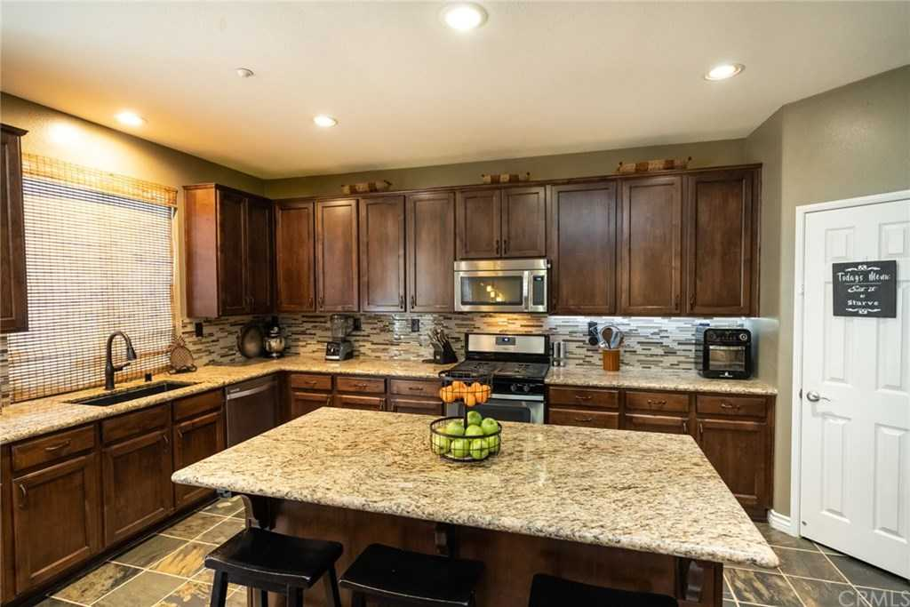 $560,000 - 5Br/3Ba -  for Sale in Fontana