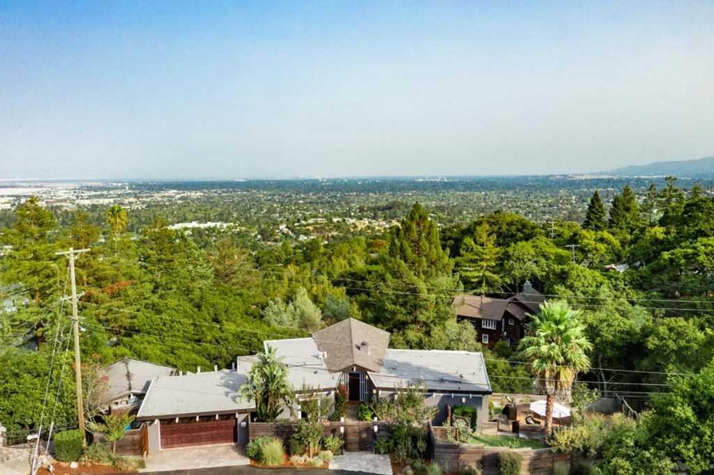 $2,498,000 - 4Br/4Ba -  for Sale in San Carlos