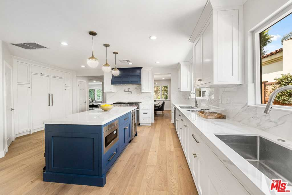 $2,289,000 - 4Br/4Ba -  for Sale in Los Angeles