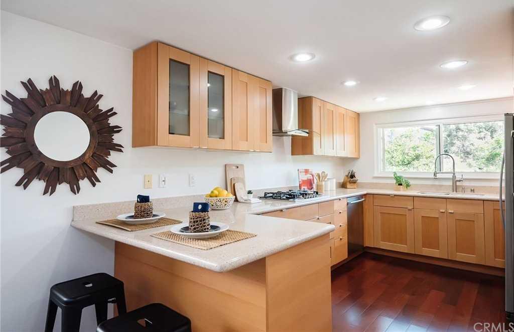 $1,279,000 - 2Br/2Ba -  for Sale in Manhattan Beach