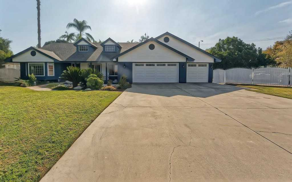 $640,000 - 4Br/2Ba -  for Sale in Riverside