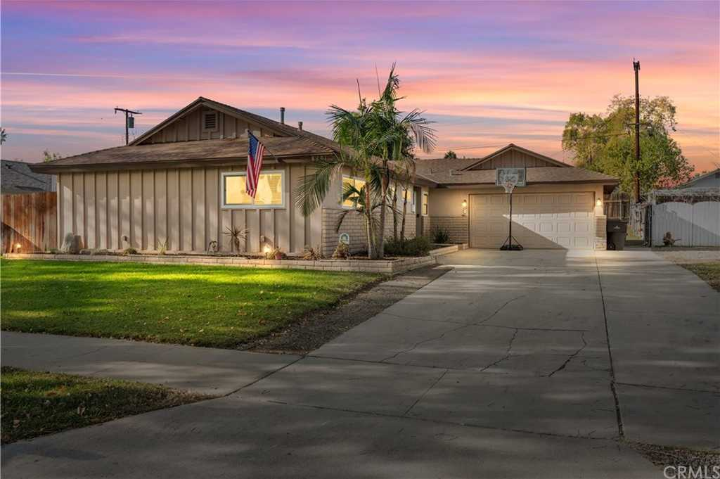 $549,900 - 4Br/2Ba -  for Sale in Riverside