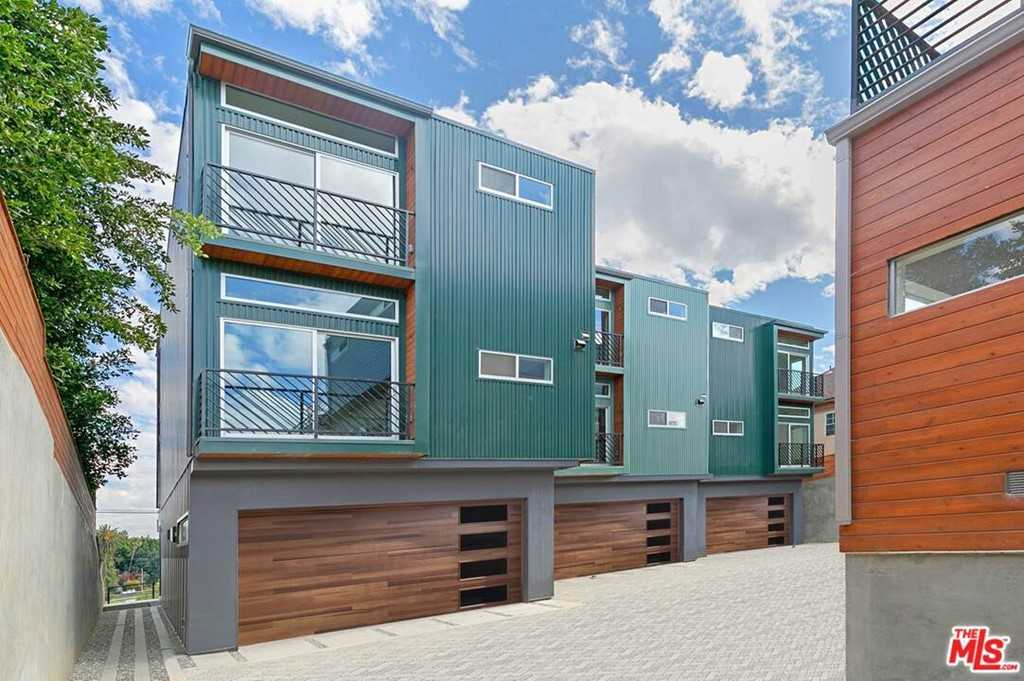 $1,500,000 - 3Br/4Ba -  for Sale in Los Angeles