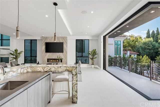 $5,199,000 - 5Br/7Ba -  for Sale in Manhattan Beach