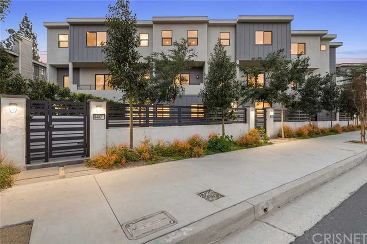 $819,000 - 4Br/4Ba -  for Sale in North Hills