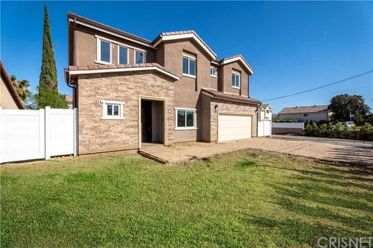 $1,225,000 - 4Br/5Ba -  for Sale in Northridge