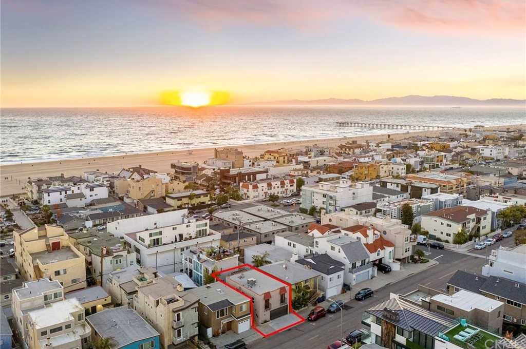 $2,100,000 - 3Br/2Ba -  for Sale in Hermosa Beach