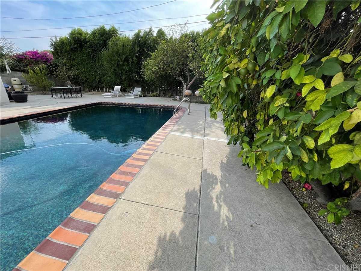 $1,045,000 - 4Br/3Ba -  for Sale in Lake Balboa