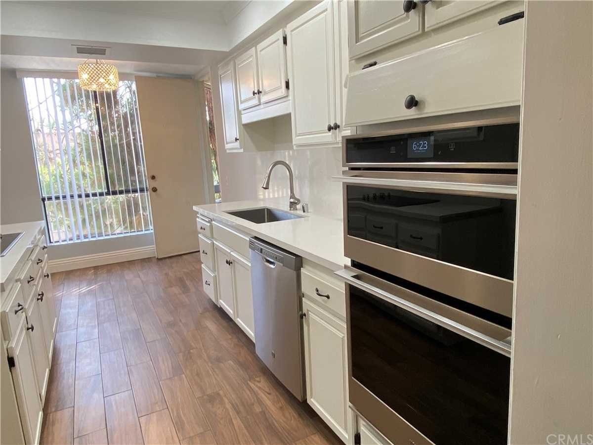 $3,395 - 2Br/2Ba -  for Sale in Los Angeles
