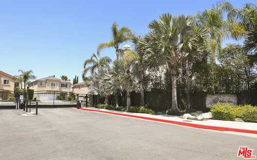 $958,000 - 4Br/4Ba -  for Sale in North Hollywood