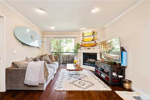$379,750 - 1Br/1Ba -  for Sale in Woodland Hills