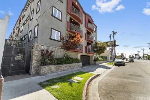 $511,300 - 2Br/2Ba -  for Sale in North Hollywood