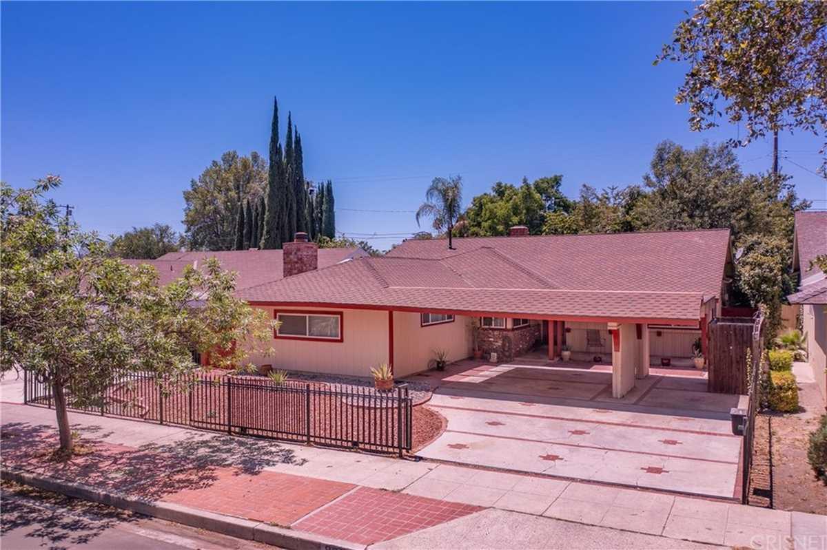 $869,900 - 4Br/3Ba -  for Sale in Northridge
