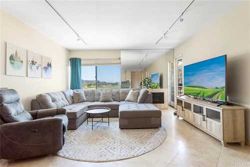 $430,000 - 1Br/2Ba -  for Sale in Mission Valley, San Diego