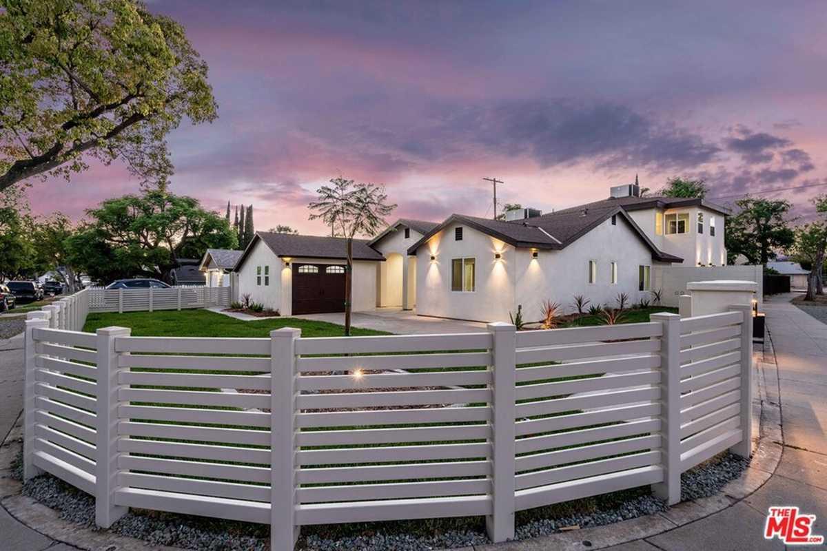 $1,369,000 - 6Br/5Ba -  for Sale in Northridge