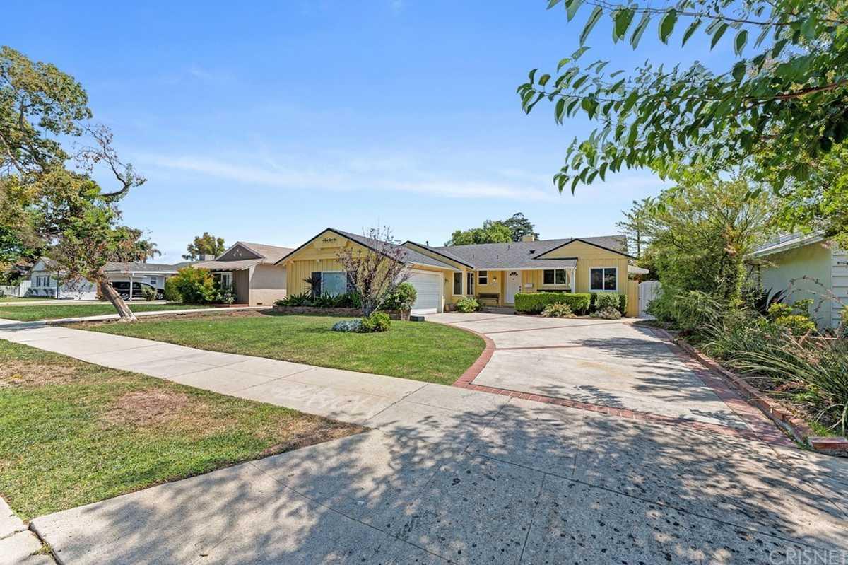 $850,000 - 4Br/2Ba -  for Sale in Northridge