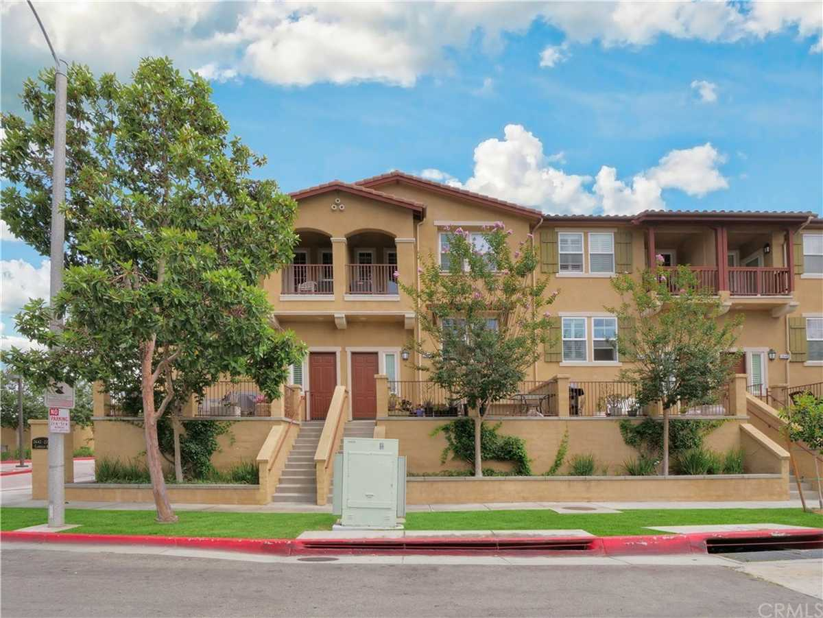 $825,000 - 2Br/3Ba -  for Sale in Torrance