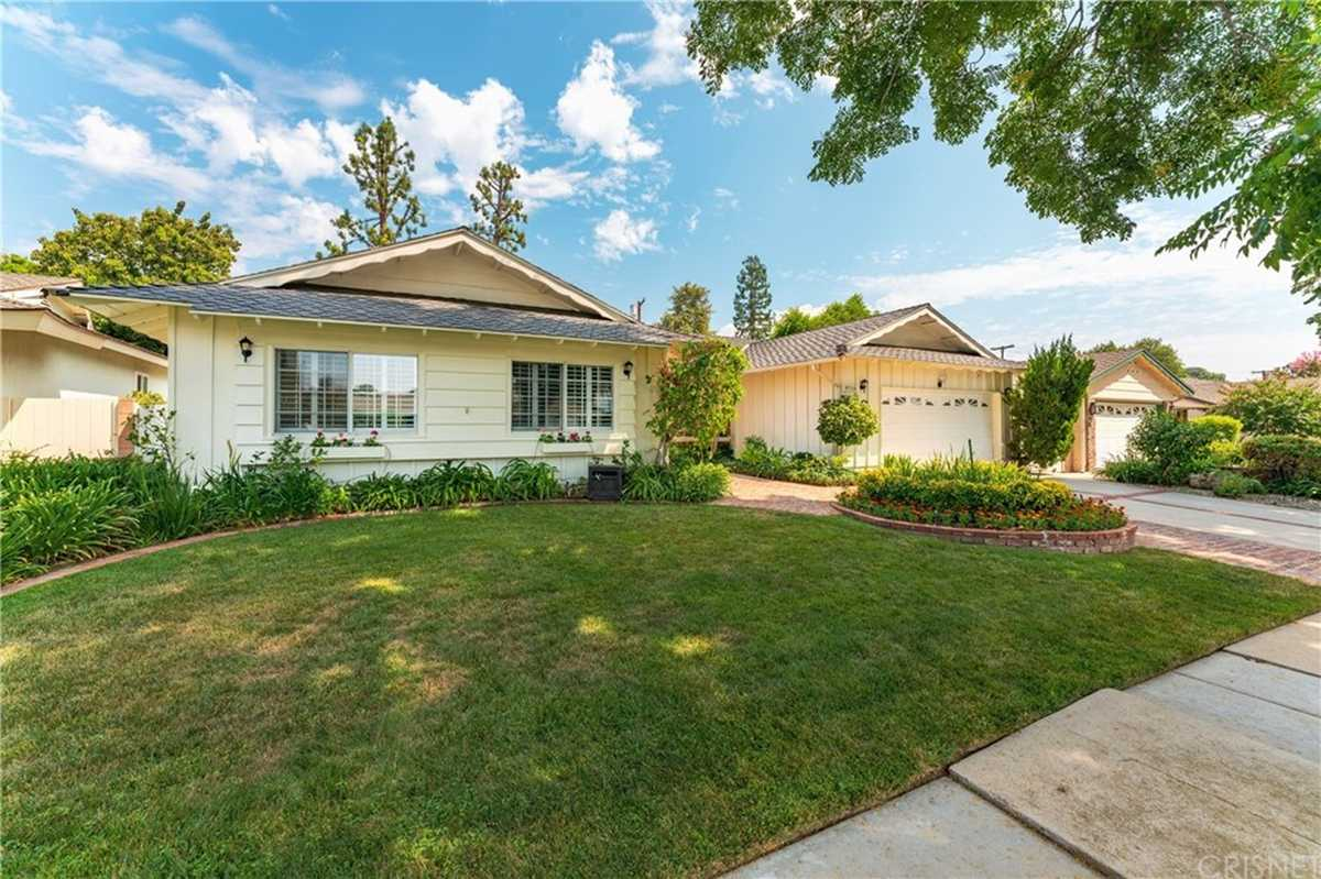 $1,100,000 - 4Br/3Ba -  for Sale in Chatsworth
