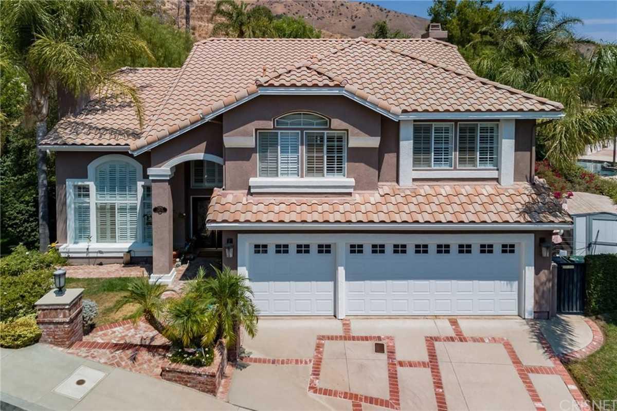 $1,699,900 - 4Br/3Ba -  for Sale in Granada Hills