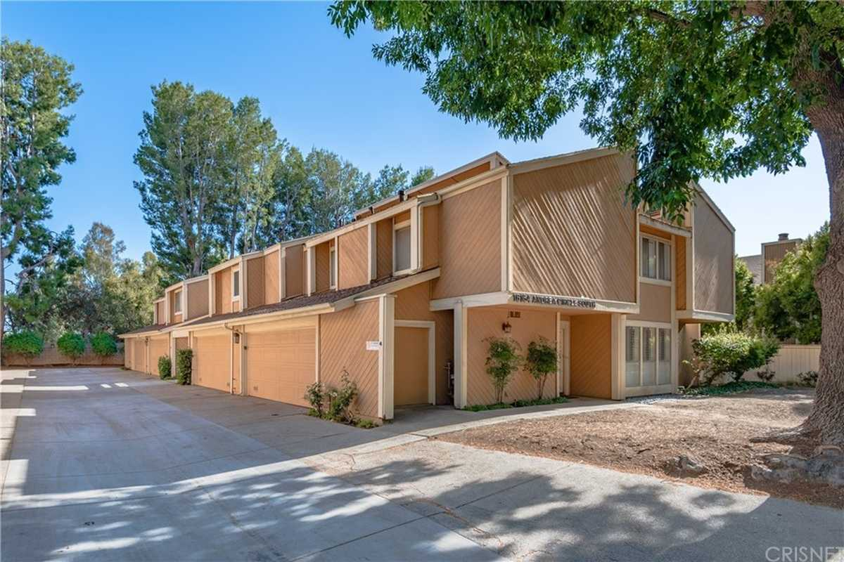 $574,900 - 2Br/3Ba -  for Sale in Northridge